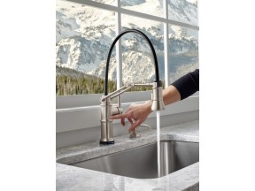 Articulating Kitchen Faucet with SmartTouch® Technology