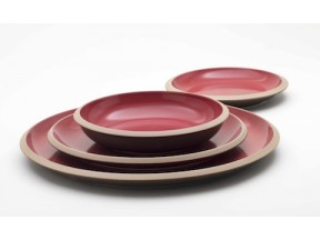 """Giotto"": line of dishes cheery"