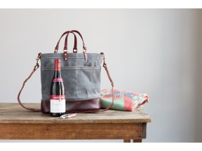 No. 703 Wine Carrier