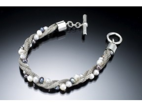 Mesh and Pearl Twist Bracelet
